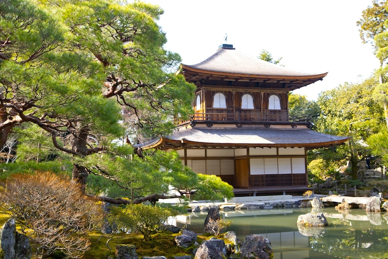 World Heritage Site Ginkakuji(Silver Pavilion)! represents Kyoto. Admire the beauty of the garden and the national treasure reflecting on the lake.