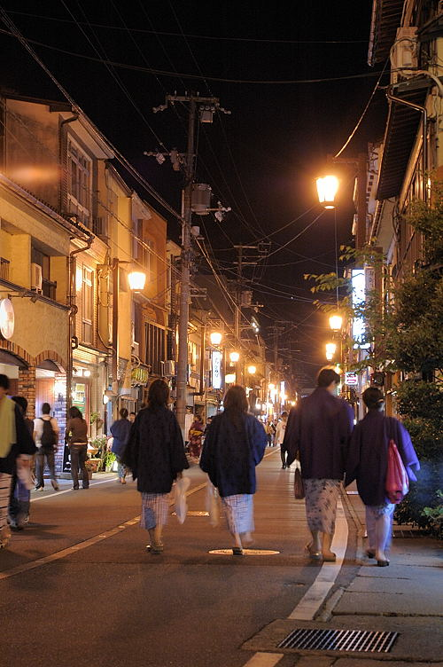 Walk around Kinosaki Onsen Town in Yukata