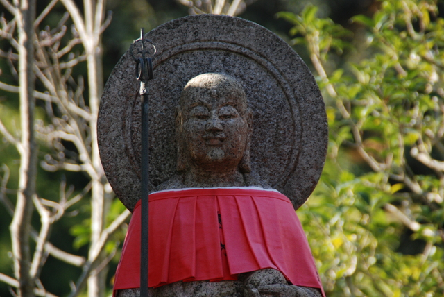 SUZUMUSHIDERA's OJIZO-SAN with straw sandals